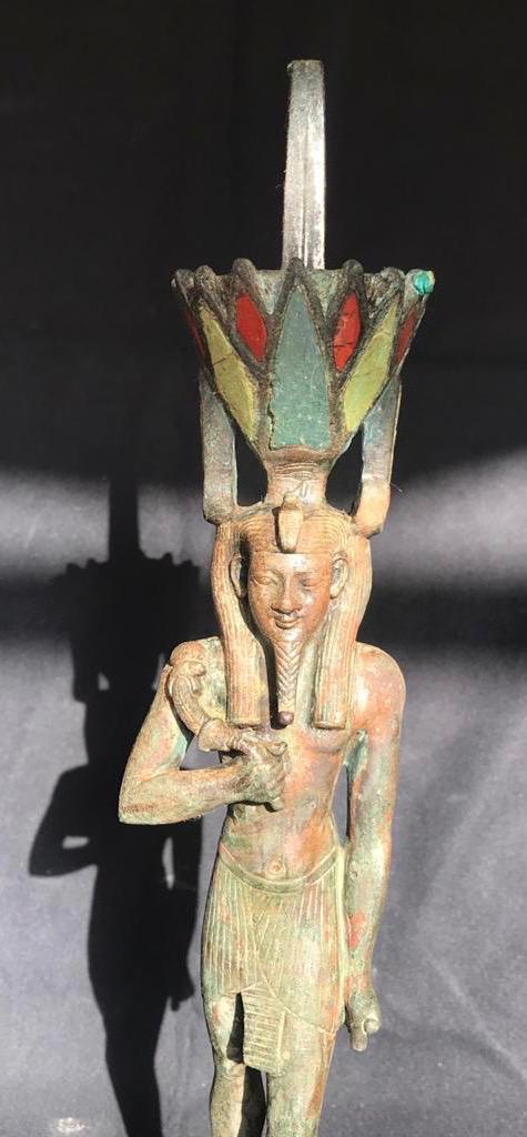 تمثال للإله نفرتم أحد القطع الأثرية التي اكتشفت مع التوابيت الخشبية المغلقة بسقارة