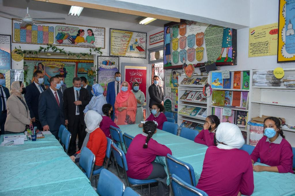 محافظ الإسكندرية يتفقد عدد من المدارس