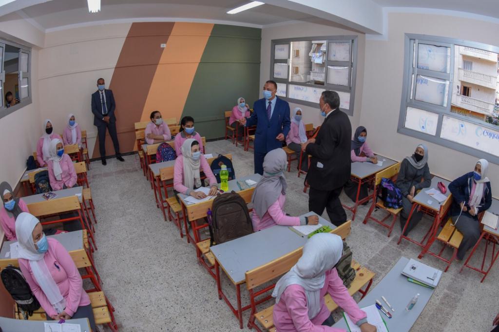 محافظ الإسكندرية يفتتح مدرستين جديدتين