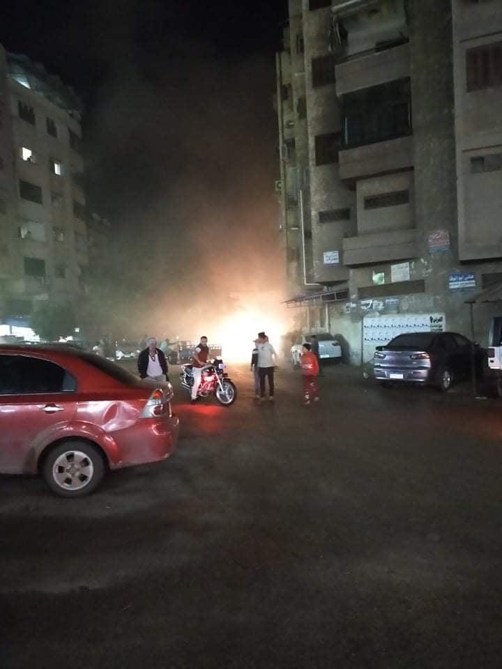 اشتعال النيران داخل سيارة