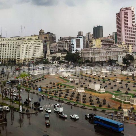 سقوط أمطار غزيرة في ميدان التحرير