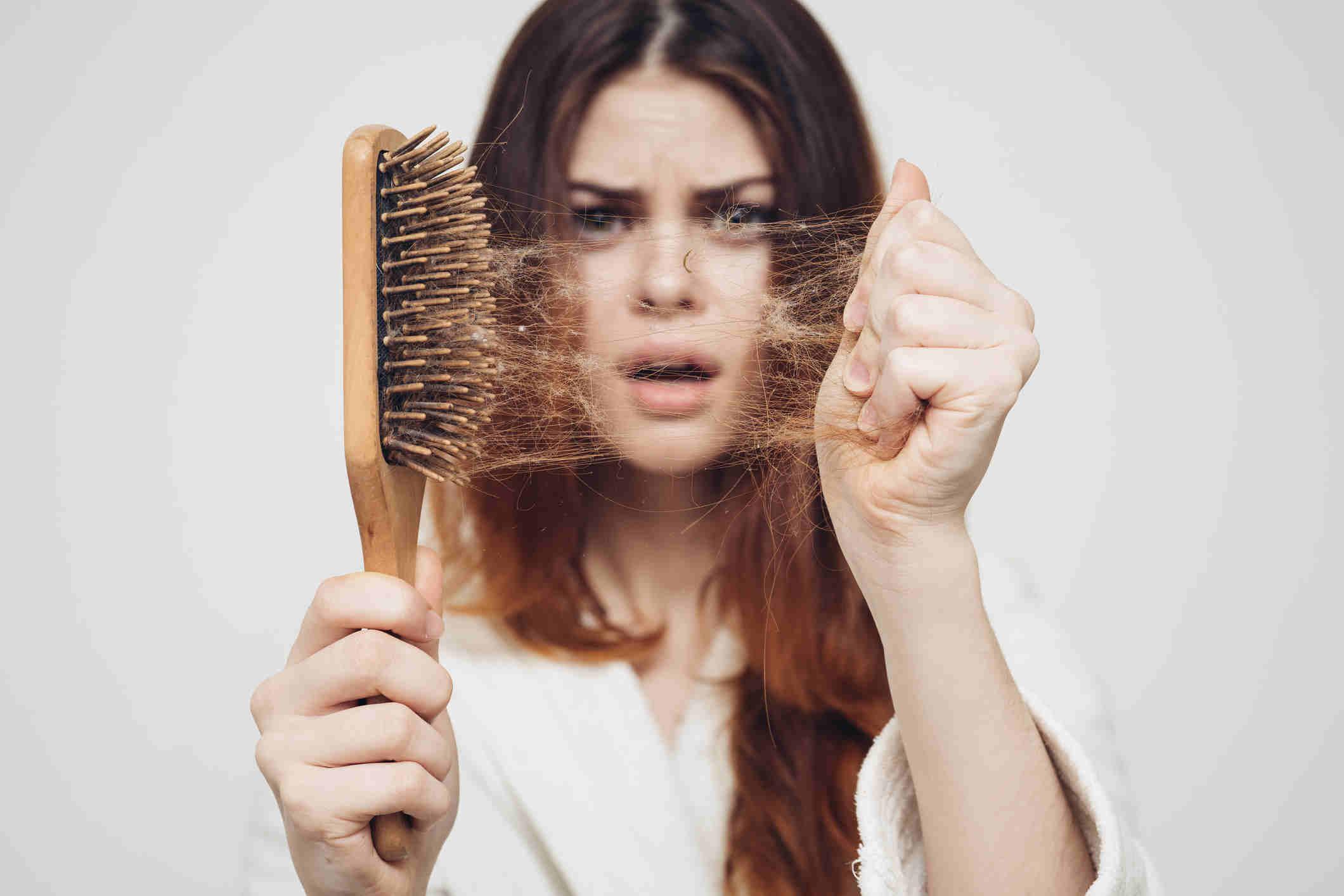 علاج تساقط الشعر في المنزل
