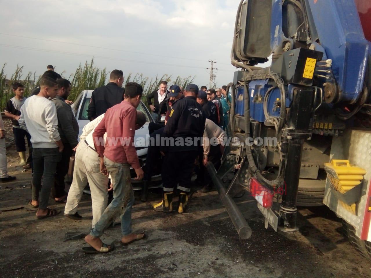 مصرع وإصابة 3 أشخاص بحادث انقلاب سيارة بالبحيرة