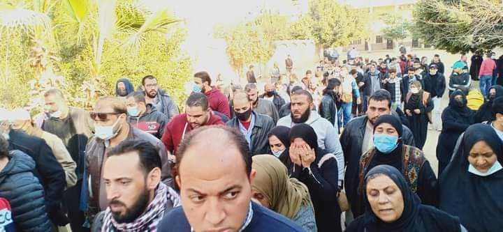أثناء تشييع جثامين السوريين