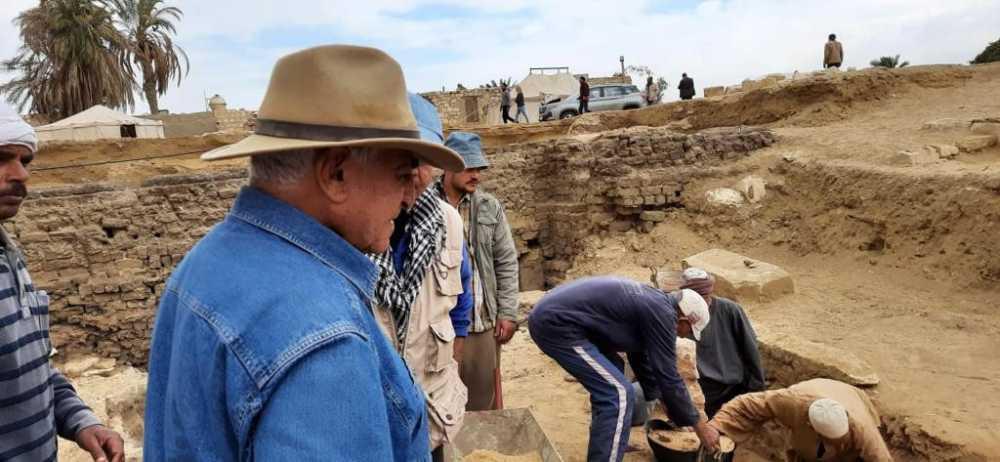 الكشف عن آبار دفن وتوابيت ومومياوات تعود إلى الدولة الحديثة ٣٠٠٠ ق.م