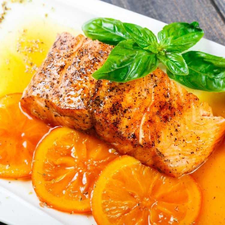 سلمون مشوى بالبرتقال