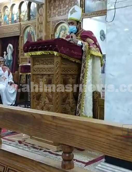 صلاة القداس بكنيسة في اسوان