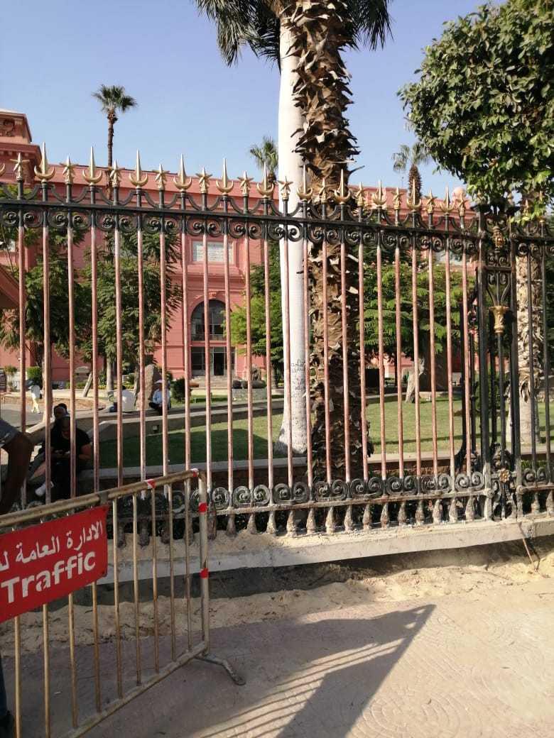 مدير المتحف المصري: البوابة الخارجية الأصلية محفوظه بالحديقة لحين الانتهاء من خروج موكب المومياوات الملكية