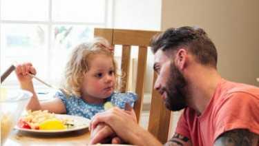 نصائح لتغذية طفلك في عمر ثلاث سنوات