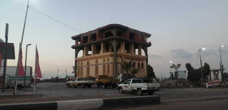 إزالة المبنى المقام أعلى قبتي مسجد بالبحيرة