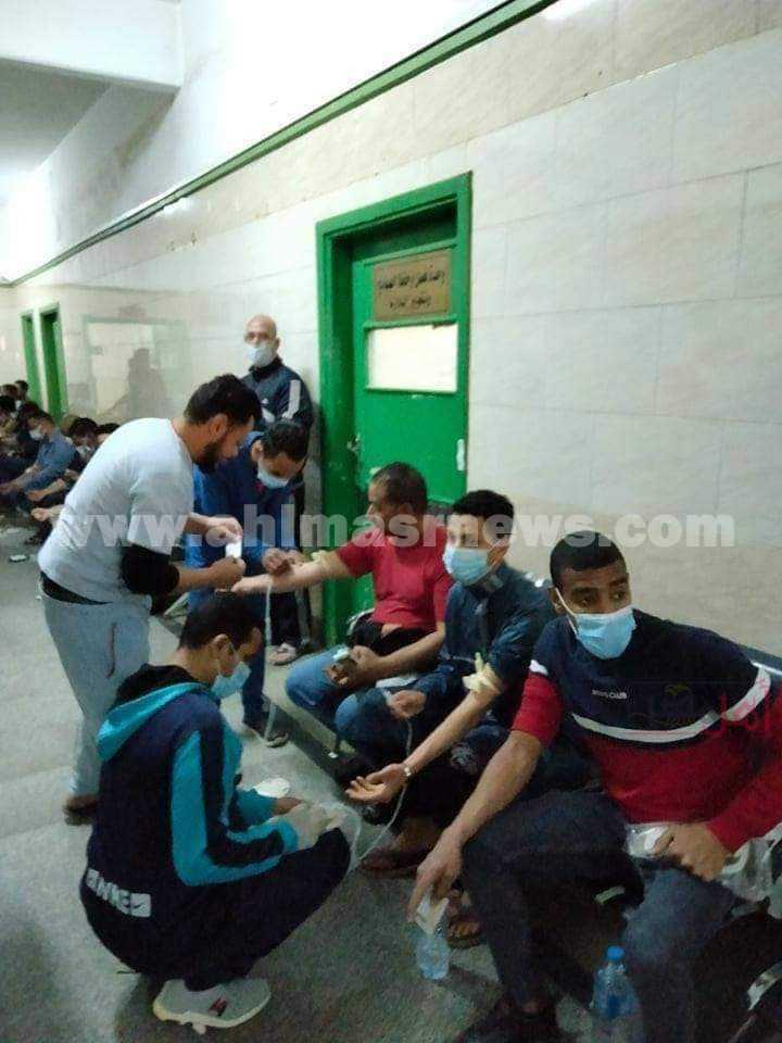 التبرع بالدم لمصابي حادث قطار سوهاج