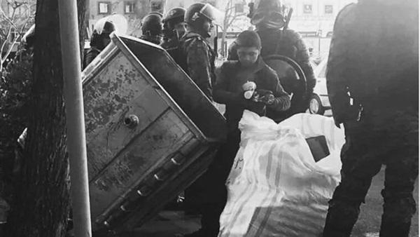 """نتيجة بحث الصور عن شاهد الصورة التي فجرت """"الثورة الإيرانية"""""""