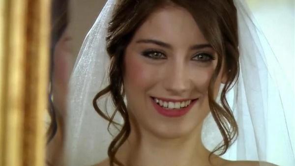 db4a006e411f3 أهل مصر  هازال كايا نجمة العشق الممنوع تتزوج من ممثل كوميدي